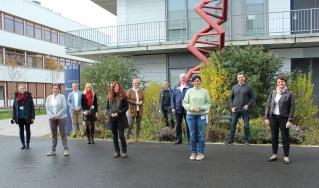 Mitglieder des Bundestages informierten sich in einem Workshop über CRISPR-Cas, den Science Brigde (Universität Kassel) und das Gläserne Labor auf dem Campus Berlin-Buch gemeinsam ausrichteten: (von rechts) MdB Katrin Staffler, CDU/CSU; MdB Mario Brandenburg, FDP; MdB Carina Konrad, FDP; MdB Kees de Vries, CDU/CSU; Prof. Dr. Wolfgang Nellen, Science Brigde e.V.; MdB Ingrid Pahlmann, CDU/CSU; Dr. Heike Ziegler, Science Brigde e.V. (Universität Kassel), Bärbel Riedel (Mitarbeiterin von MdB Katrin Staffler); Ulf Lüdecke (Mitarbeiter von Kees de Vries); Ulrike Mittmann, Gläsernes Labor, und Sandra Wellner, Max-Delbrück-Centrum für Molekulare Medizin (MDC)